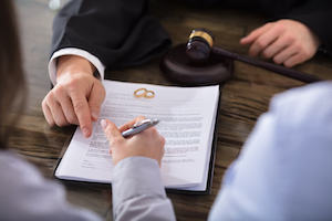 Lawyer helps couple sign divorce papers